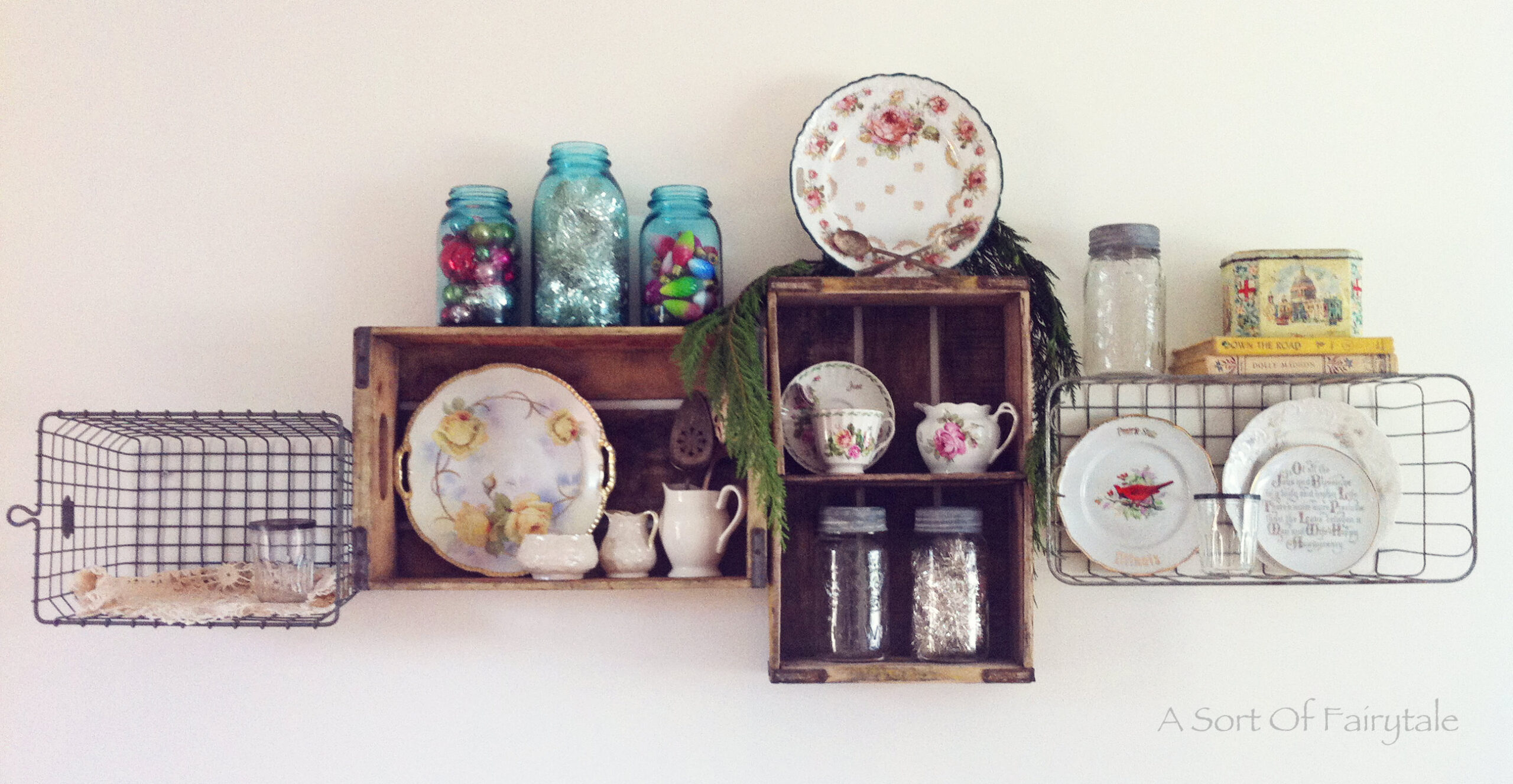 Pretty diy vintage shelves free pretty things for you love amipublicfo Gallery