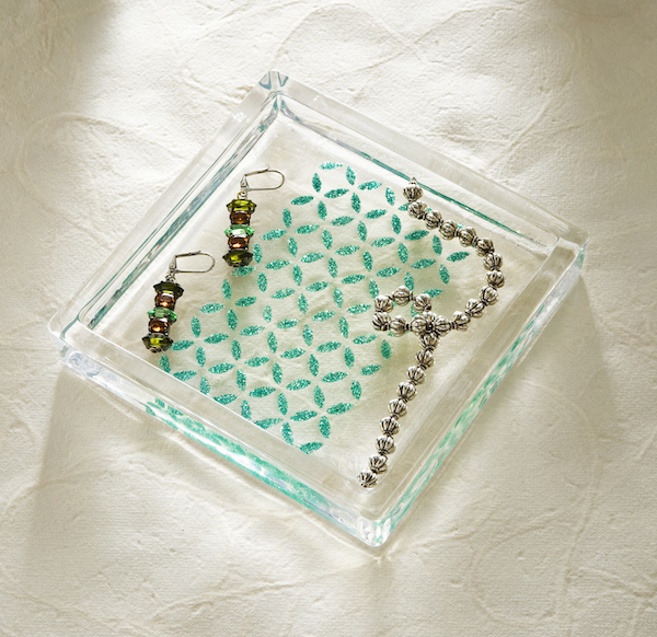 How-to-decorate-a-clear-glass-tray